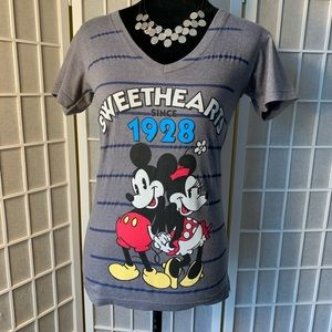 Disney Mickey and Minnie sweethearts t-shirt XS